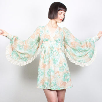 Vintage ANGEL SLEEVE Dress 1970s Dress Hippie Dress Mini Dress Empire Waist Green Tan Daisy Floral Print Festival Kimono Fan Dress S Small