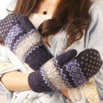 2017 Women Girl Winter Warm Knitted Gloves Christmas Jacquard Mittens Snowflake Gloves Cotton blend Fashion New Soft Gloves