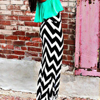 Monochrom Chevron Print Contrast Ruffled Strapless Bodycon Maxi Dress