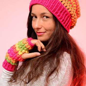 Hippie crochet hat. Multicolored Fuchsia merino wool slouch hat and beanie, merino wool blend hat, winter wool hat and mittens, Fuchsia hat