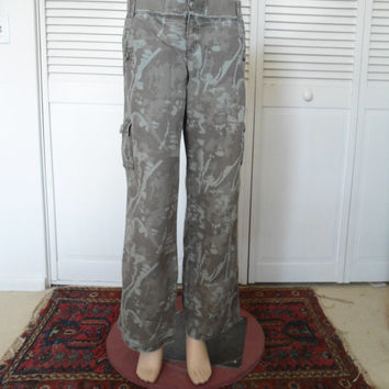 Army Green Camouflage Womens Vintage Cargo Pants Size 11 Fatigue utility 90s steampunk hippie boho bohemian style clothing southwest