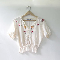 80s cropped boho shirt. short sleeved cotton top. embroidered hippie shrit.