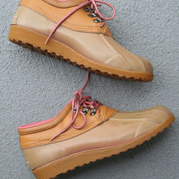 1980s HIPSTER Pink Sporto Boots....size 6...outdoors. boots. shoes. hipster. ankle boots. duck boots. killer. rad 80s. pink boots. winter
