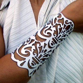 "Cuff ""Victorian"" in white leather 6-1/2"" wrist brida... 