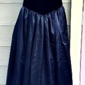 Vintage 80s Victor Costa Black Velvet and Satin Sweetheart Rose Evening Prom Dress Gown Size 8