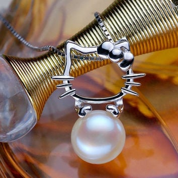 A Lovely 'Hello Kitty'  925 Sterling Silver Necklaces with A Gorgeous Natural Freshwater Pearl
