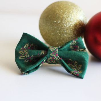 Christmas Wreath BowTie // Clip On Bow tie // Green Bowtie // Christmas Bowtie //Clip on Bow Tie for Women Men Boys Girls and Non Binary