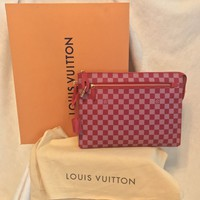 "NIB LOUIS VUITTON Damier Couleurs Kit Clutch GM Handbag, Red Burgundy, 13"" X 10"""