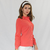 70s  fitting shirt.  Vintage knit shirt  by Bodin Knits. Coral white shirt. Back To School. Mad Men Fashion. Pointed collar. Fall fashion.