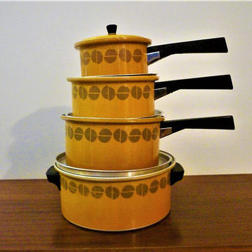 Vintage 1960s Setof Four (4) Mustard Yellow Enamel Stove Top Cooking Pots / Retro Cooking Pots