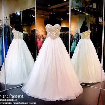 2017 Popular Ball Gown Tulle Gold Embellished Prom Dress Evening Dress Sweetheart SLeeveless Prom Dresses Party Dress Gown