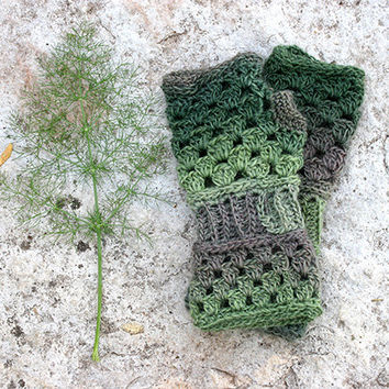 Fingerless gloves in shades of green, fingerless mittens, crochet fingerless glove, lace fingerless gloves, long fingerless gloves