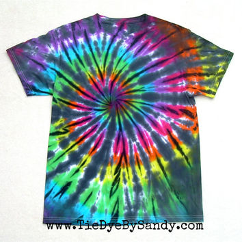 Adult Medium Tie Dye Shirt Inverted Rainbow Spiral