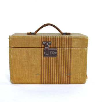 Vintage Train Case / Vintage Make Up Case / Tweed Luggage