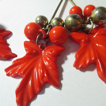 Long Carved Lucite Plastic Leaf Leave Pierced Earrings 1970s Funky Autumn Dangle Oak