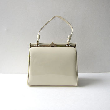 vintage 1960s mod cream white patent purse. Kadin pillbox purse. handbag. minimalist modern.