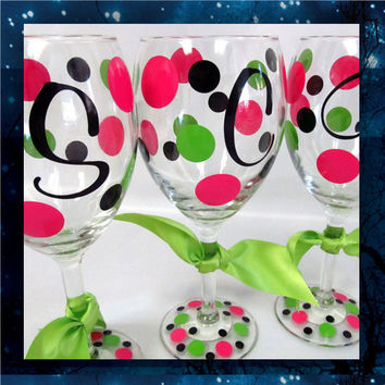 Polka Dots with Initial wine glasses * bridemaids glass * bridalparty glasses * birthday party * special occasion * polka dot glasses