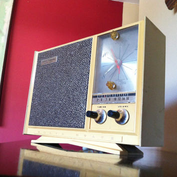 "Bluetooth: 1970's  Sears/Silvertone ""Instant Sound"" Clock Radio iPod/Mp3 Speaker"