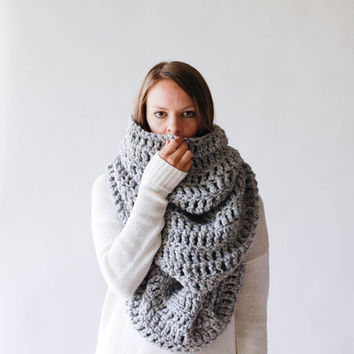 THE ALASKAN Extra Large Huge Chunky Infinity Scarf Shawl Hood / Grey Marble