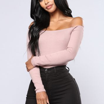 Lupita Off Shoulder Ribbed Top - Taupe