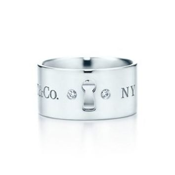 Tiffany & Co. -  Tiffany Locks wide ring in sterling silver with diamonds.