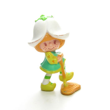 Mint Tulip with a Shovel Miniature Figurine Vintage PVC Strawberry Shortcake Friend Digging