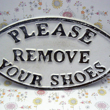 Please Remove Your Shoes Oval Cast Iron Sign Classic White Wall Entryway Door Plaque Shabby Chic Style Request Take off Shoe Great Gift Idea