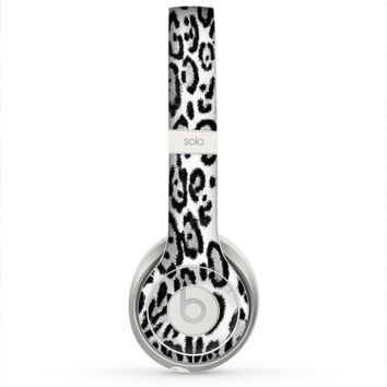 The Black and White Snow Leopard Pattern Skin for the Beats by Dre Solo 2 Headphones