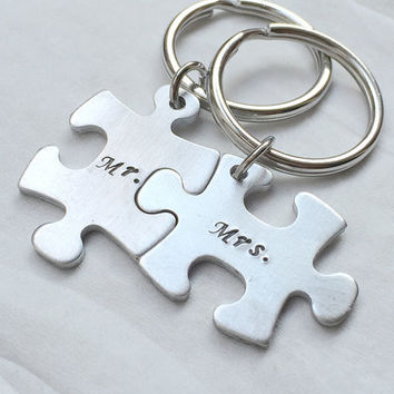 Mr. Mrs keychain, puzzle piece keychain, personalized bridesmaid Gift for couples, jigsaw, Silver keyring, Bridal Gift for her, Couples Gift