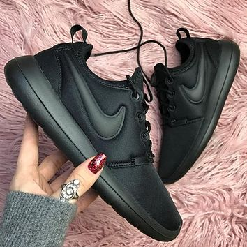 Nike roshe two triple black Sport Shoes