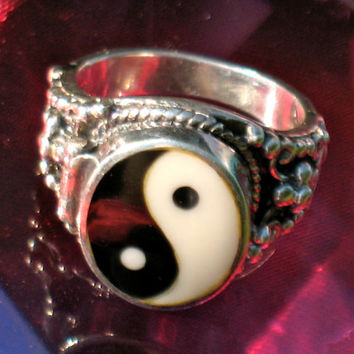 Vintage Sterling Yin Yang Poison Ring: size 5.5