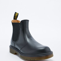 Dr. Martens Chelsea Boots in Black - Urban Outfitters