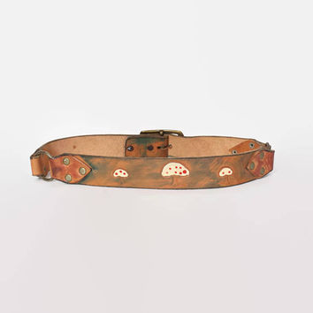 Vintage 70s Boho Leather BELT / 1970s Tooled Wide Brown MUSHROOMS Leather Hippie Belt