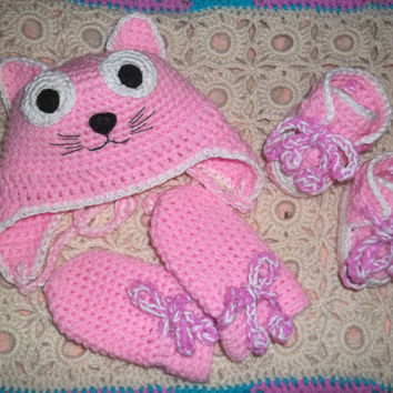 Newborn Knitting Set Baby Kitty Made to Order Boy Girl Hat Booties Mittens