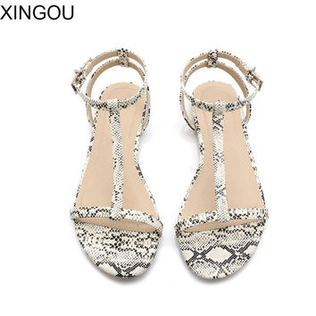 New 2017 summer women sandals European fashion simple flat sandals with flat sandals Serpentine T-type Leather shoes women
