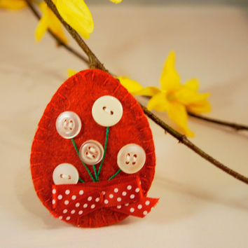 Felt easter egg ornament  with button flower, Easter spring decoration, red egg, handmade home decor