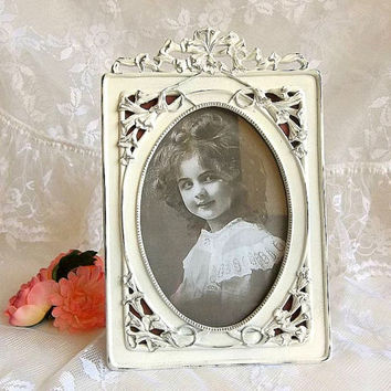 Vintage Shabby Cottage white painted picture frame distressed solid pewter photo frame Lily floral motif oval frame 5x7 can be hung on wall