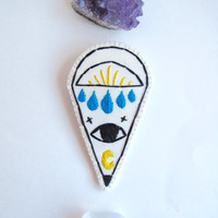 Hand embroidered brooch mystic eye with moon on bright cream organic muslin and cream felt backing summer trends An Astrid Endeavor