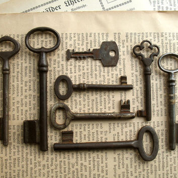 Vintage Keys - Genuine Old Keys - 8 Vintage Skeleton Keys - Collectibles (t-73a).