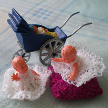 Miniature Twin Babies,Dolls House Items,Knitted Fitted Dresses,Plastic Dolls