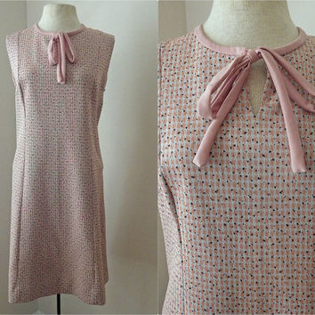 Vintage 60s Pink Shift Dress // Bow Tie Collar // Pink, Black and White // Sleeveless // Large