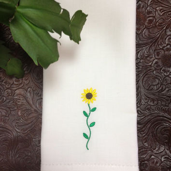 Set of 4 Sunflower Embroidered Cloth Napkins / Sunflower gift / Garden gift / Gardener / Summer party / Spring party