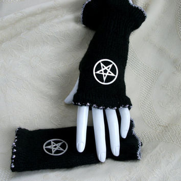 Gothic pentagram mittens fingerless gloves black and silver hand knitted metal pentacle pagan wicca new age womens clothing accessories punk