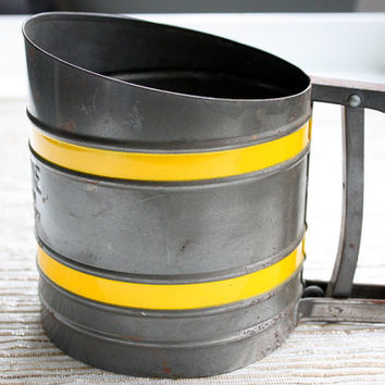 Vintage Flower Sifter / Kitchen Sift-Chine With Yellow Stripes / Made in USA / Triple Screen