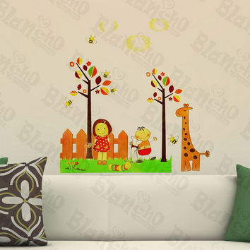 Giraffe And Bee - Wall Decals Stickers Appliques Home Decor