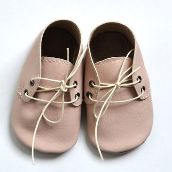 Handmade soft sole leather baby shoes / Baby girl oxford shoes / Powder pink baby girl shoes.