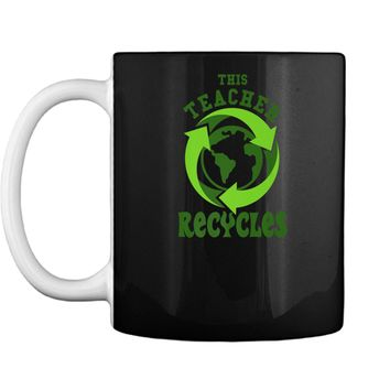 This Teacher Recycles Funny Recycling T-shirt Earth Day Gift Mug