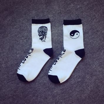 Adult Size Crew Socks Fasion 17SS Taiji Yinyang Skull Supreme Influence Power Tai Chi Ji Eight Diagrams Yin Yang Skate Street