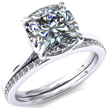 Lizzy Cushion Moissanite 4-Claw Prong Engagement Ring