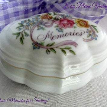 Avon Oval White Porcelain Lidded Music Box Jewelry Trinket Box Floral Memories 1983